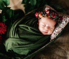 Sweet baby 📷@joannasibilska ❤️ Mój wianek jako dodatek.  #newborngirl #newbornstudio #newbornphotographystudio #newbornsession… Newborn Photography Studio, Newborn Studio, Baby Flower Crown, Newborn Session, Little Babies, Photo Sessions, Beautiful Flowers, Bridesmaid, Fashion
