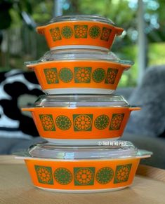 Happy Monday everyone! 🧡 Kicking off the working week with our completed stack of JAJ PYREX's Medallion Five, in orange. So nice to get the… Vintage Bowls, Vintage Kitchenware, Vintage Dishes, Vintage Ceramic, Vintage Pyrex, Vintage Glassware, Vintage Oven, Safest Cookware, Pyrex Casserole Dish