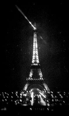 Paris, tour Eiffel by night