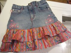 RUFFLED JEANS' SKIRT I just finished my latest upcycled jeans' project.another skirt for granddaughter Hallie.this one with two ruffles. I have wante. Look Fashion, Fashion Outfits, 80s Fashion, Modest Fashion, Denim Ideas, Recycle Jeans, Ruffle Skirt, Ruffles, Mode Chic
