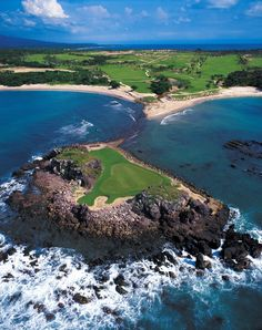 """Tee off on the Jack Nicklaus-designed Pacifico golf course @Four Seasons Resort Punta Mita, Mexico and try your hand at the """"Tail of the Whale,"""" the world's only natural island green."""