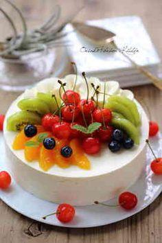 Most up-to-date Free fruit cake decoration Strategies - yummy cake recipes Delicious Cake Recipes, Yummy Cakes, Dessert Recipes, Cake Decorating Piping, Fruit Birthday Cake, Fresh Fruit Cake, Ice Cake, Free Fruit, Food Cakes