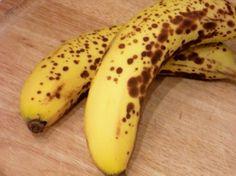 清除老人斑的天然靈丹,就是熟至出現梅花點的香蕉皮,其內面白色的纖維,我們稱之為白脈是很好的護膚和清除