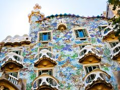 You can't leave Barcelona without admiring the amazing work of Spain's most famous art nouveau architect, Antoni Gaudi. Casa Batlló, aka the House of Bones, was built in 1877 and later restored by Gaudi.