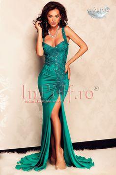 Rochie de seara stil sirena turquoise cu despicatura pe picior - MuJeR.ro http://www.mujer.ro/rochie-de-seara-stil-sirena-turquoise-cu-despicatura-pe-picior