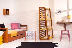 Diversos móveis e objetos de decoração para você montar um quarto de visitas com escritório aconchegante na sua casa.