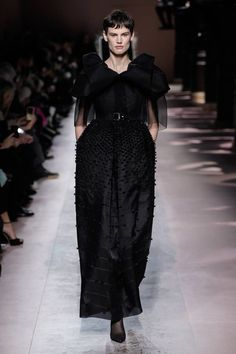 Givenchy Spring Summer 2020 Haute Couture fashion show at Paris Couture Week (January Style Couture, Couture Week, Haute Couture Fashion, Barbie Style, Collection Couture, Fashion Show Collection, Vogue Paris, Givenchy, Costumes Couture