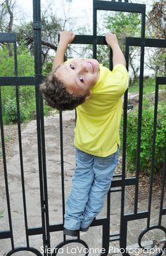 """children photography (this looks like a """"Christopher"""" pose)"""