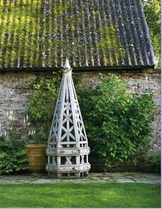 Dreaming of a beautiful obelisk in the garden.oh how I miss having an outdoor space. Obelisk Trellis, Garden Trellis, Vine Trellis, Dream Garden, Garden Art, Garden Design, Garden Features, Garden Structures, Garden Accessories