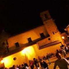 Piazza delle tre Chiese in notturna è una visione da togliere il fiato..