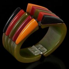 Antique Spotlight: Bakelite Jewelry how to tell fakes from the real deal.