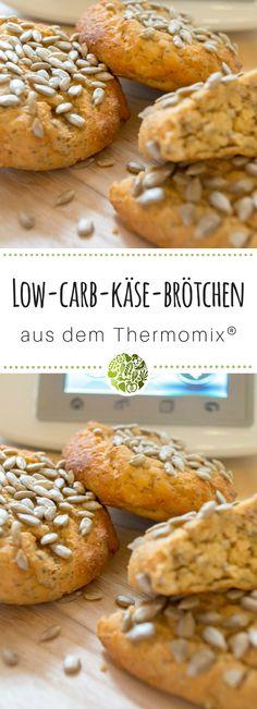 Viel Geschmack braucht keine Kohlenhydrate. Durch den Käse und die guten Zutaten machen diese Low-Carb-Eiweiß-Brötchen mit Käse aus dem Thermomix® lange satt.