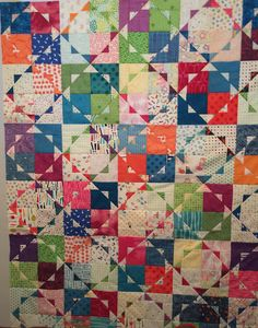 I like this design, but why don't the triangles touch? Cute Quilts, Scrappy Quilts, Small Quilts, Easy Quilts, Circle Quilts, Strip Quilts, Quilt Blocks, Quilting Projects, Quilting Designs
