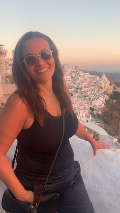 Por do sol em santorini Santorini, Round Sunglasses, Photo And Video, Videos, Instagram, Fashion, Sun, Moda, Round Frame Sunglasses