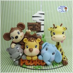 La imagen puede contener: texto Jungle Birthday Cakes, Jungle Safari Cake, Safari Cakes, Safari Theme Party, Party Themes, Baby Shower Giraffe, Baby Shower Cakes, Polymer Clay Halloween, Cute Snacks