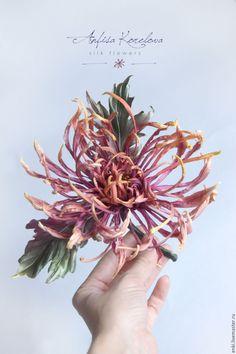 Купить Шелковая японская хризантема Брошь. Дизайнерское украшение. - украшение на платье, свадебное платье