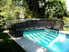 plně skládací bazénové zastřešení VIVA využívající pojezdné dráhy pouze na jedné straně zastřešení