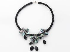 Black Freshwater Pearl and Abalone Shell Flower Choker Necklace:http://www.aypearl.com/wholesale-shell-jewelry/wholesale-jewellery-X1724.html