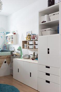Ordnung im Kinderzimmer – Kids Rugs Playroom Trofast Ikea, Small Hall, Small Nurseries, Boy Room, Kids Bedroom, Family Room, Villa, Kids Rugs, Storage