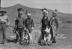 NORTHERN PAIUTE GROUP IN CALIFORNIA , 1910