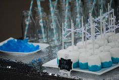 We know that Frozen is everyone's FAVOURITE party theme right now so we have pulled together some of the best Frozen Party Ideas we can find for an easy reference guide for you. We have linked all the images to their original source so if you love something click on the pic and it will take you straight to the all the info. Happy planning!!! #frozen #birthdayparty #girls #lpl