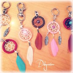 Dreamcatcher ATTRAPE RÊVE pendentif et porte-clés  de Debycouture sur DaWanda.com Diy Curtain Rings, Curtains With Rings, Diy Crafts For Girls, Diy And Crafts, Bohemian Crafts, Dream Catcher Art, Indian Arts And Crafts, Dream Baby, 7 Chakras
