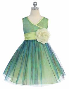 flower girl dress... not sure I dig a flower that big, but I like the tulle...