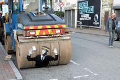 Venha dar uma volta pelas ruas de Londres, onde Banksy nos continua a surpreender com os seus desenhos irreverentes e inconfundíveis.