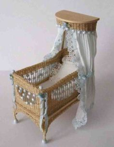 mimbre cuna - Adorable Detailed Wicker Crib by TheShabbyGardener Miniature Rooms, Miniature Houses, Miniature Furniture, Wicker Furniture, Doll Furniture, Dollhouse Furniture, Mini Doll House, Baby Nursery Furniture, Moise