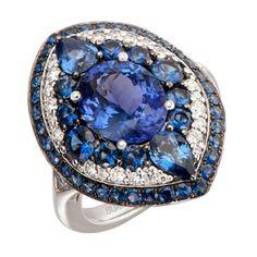 Sortija Art Decó de oro blanco con tanzanita central talla oval con zafiros azules y diamantes blancos, de Suárez.