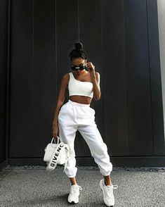 Street Style: The 30 Best Looks For Everyday - Outfit Ideas Teenage Outfits, Chill Outfits, Teen Fashion Outfits, Sporty Outfits, Mode Outfits, Look Fashion, Stylish Outfits, Picnic Outfits, Sporty Fashion