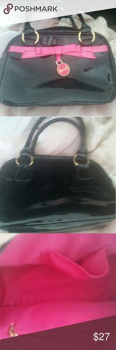 Harrods Nice collectors piece. Harrods patent leather purse .Very clean,used once. Cute bag. Harrods Bags Hobos