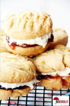 An all-time classic Australian family favourite biscuit / cookie. Make your own homemade Monte Carlo biscuit based on the Arnott's classic. Australian Desserts, Australian Food, Australian Recipes, Biscuit Cookies, Biscuit Recipe, Yummy Treats, Sweet Treats, Yummy Food, Monte Carlo Biscuits