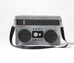 2015 New Hot-selling Classic Boombox Bag Radio Laptop Shoulder Bag Retro Messenger Bag Radios, Choses Cool, Estilo Geek, Best White Elephant Gifts, Usb Stick, Cabbage Patch Kids, Swagg, Tech Accessories, Poker