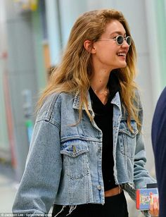 Gigi Hadid teases taut tummy in denim jacket and black crop top at JFK - - She's a top model who regularly jets across continents for work. And the beauty was on the go once again Saturday, seen touching down at JFK International Airport in New York. Gigi Hadid Und Zayn, Gigi Hadid Hair, Estilo Gigi Hadid, Gigi Hadid Looks, Gigi Hadid Outfits, Gigi Hadid Style, Estilo Hipster, Models, Black Crop Tops