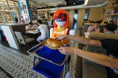 Conozca a la camarera robot en restaurant de Haikou, China. Visite nuestra página y sea parte de nuestra conversación: http://www.namnewsnetwork.org/v3/spanish/index.php  #nnn #bernama #china #robot #waiter #camarero #news #pics #technology #tecnologia
