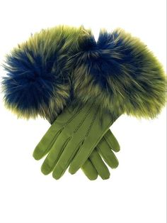 ** Women's Green Leather Gloves Leather Gloves Online - Green Gloves in Leather from Italy and around the world Gants Vintage, Bracelet Crochet, Green Gloves, Vert Olive, Olive Green, Color Style, Gloves Fashion, Fur Fashion, Fashion Brands