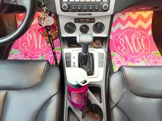 Monogrammed car mats are probably the cutest thing ever. Plus, Lilly Pulitzer!