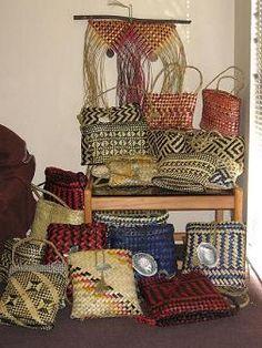 Flax Kete, Bags, Pikau, Piupiu, Whariki for Sale Flax Weaving, Basket Weaving, Flax Fiber, Traditional Baskets, Maori Designs, Maori Art, Crafts To Do, Kite, Handicraft