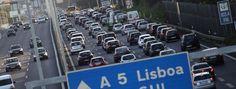 Conservação de vias custará 111,3 milhões à Estradas de Portugal  A Empresa Estradas de Portugal (EP) anunciou hoje ter investido em obras de conservação e segurança rodoviária, durante o último ano, 80 milhões de euros, verba que deverá subir para 111,3 milhões em 2013. Fonte oficial da EP explicou à Lusa que em 2012 foram investidos 16,8 milhões de euros na conservação periódica de pontes [...]