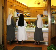 Nuns Buying Gelato, Assisi