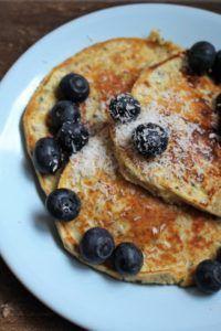 Op zoek naar een eiwitrijk ontbijt? Ontbijt eens met deze yoghurt pannenkoeken. Zo gemaakt en heerlijk vullend. - Gezondgezin Vegetable Prep, Vegetable Pizza, Pannekoeken Recipe, Red Carrot, Gourmet Recipes, Healthy Recipes, Salted Butter, Food Print, Healthy Eating