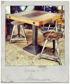 Individuelle Tische aus Industrieelementen und Altholz