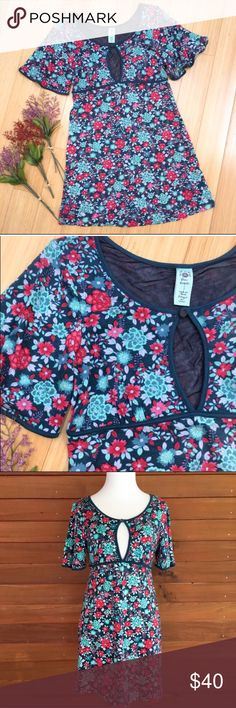"""FREE PEOPLE mini dress tunic Small I'm debating on keep this!! It's a reposh and the colors don't quite work on me but it is so soft and stretchy and hangs nice. At 5'3"""" I can just barely wear as a mini dress. Otherwise needs tights. 17"""" bust w stretch: 30"""" long. Lycocel and spandex. Lined. Mint condition. I've priced it at the higher end because I still love it :) Free People Dresses Mini"""