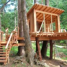 From simple tree house plans for kids to the big ones for adult that you can live in. If you're looking for tree house design ideas. Find and save ideas about Tree house designs. Cubby Houses, Play Houses, Wooden Houses, Tree House Plans, Diy Tree House, Adult Tree House, Tree House Designs, Green Architecture, Pavilion Architecture