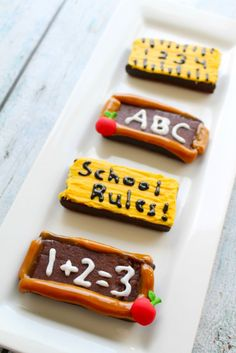 Back to School NO BAKE Brownie Idea - SO adorable and looks SUPER easy! Tutorial and ingredients for recipe included! These treats will be the talk of your teachers lounge and classroom parties! Caramel Rolls, Caramel Candy, School Treats, After School Snacks, Back To School Party, School Menu, School Tips, School Lunch, No Bake Brownies