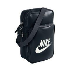 Κλασσική τσάντα ώμου NIKE, σε μαύρο χρώμα, από συνθετικό δέρμα, με πολλές θήκες για μικρά αντικείμενα.
