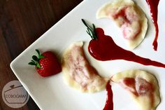 Pierogi z truskawkami | Strawberry dumplings http://www.codogara.pl/10644/pierogi-z-truskawkami/