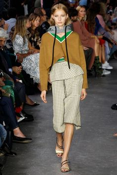 21 Spring 2018 Ready-to-Wear Fashion Show - Natalie Ludwig Vogue Fashion, Fashion 2018, Fashion Week, Fashion Brand, Runway Fashion, Spring Fashion, Fashion Outfits, Fashion Design, Milan Fashion