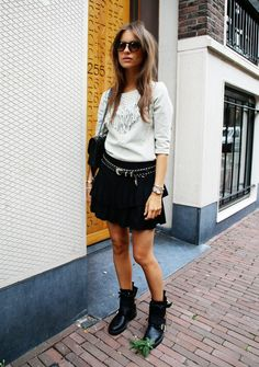 Lizzy van der Ligt is wearing a top from Maison Scotch, black skirt from Zara, boots from Zadig et Voltaire and the bag is from Chanel